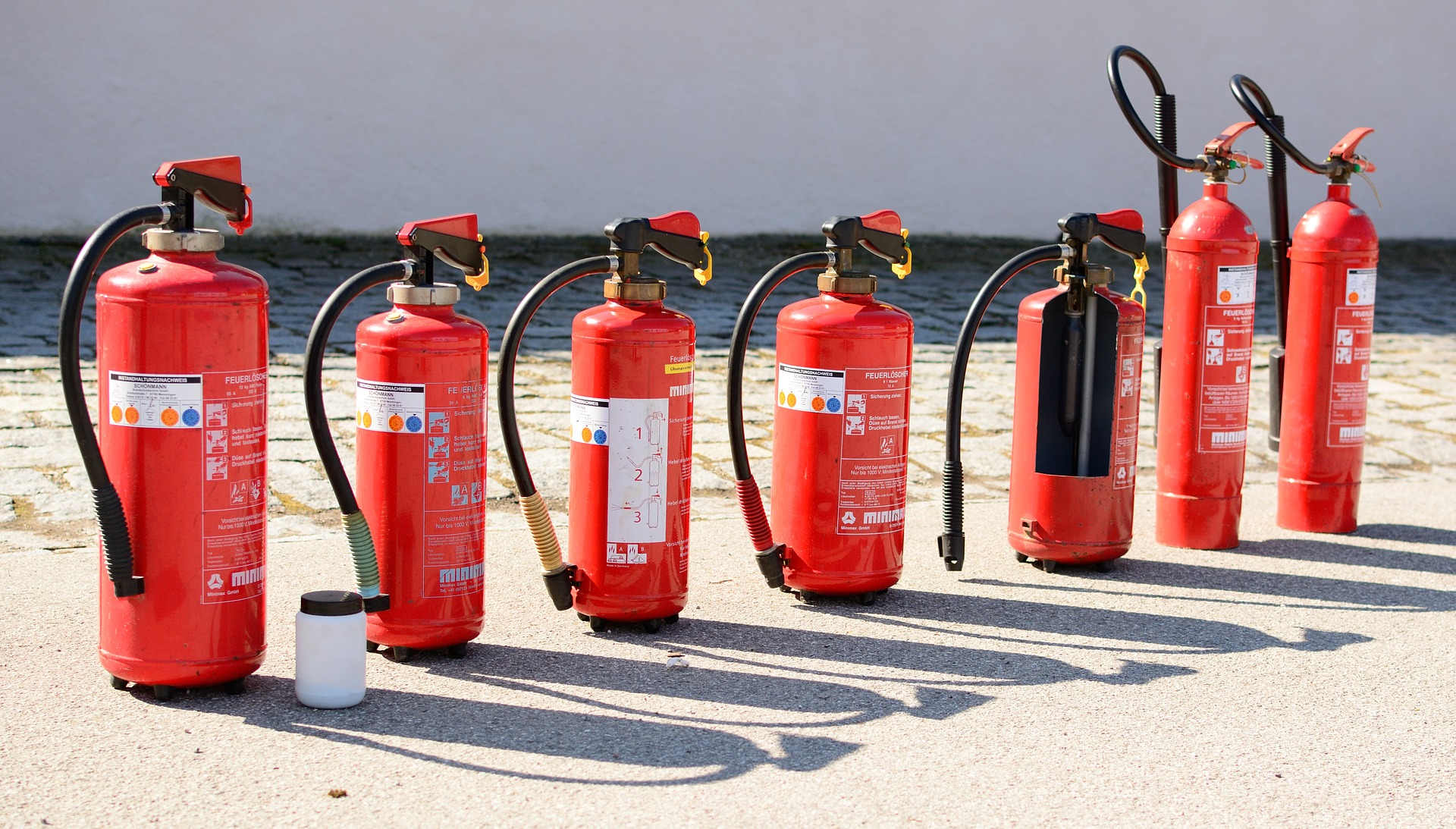 fire extinguisher 712975 1920